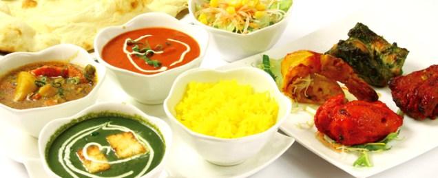 4種類のタンドゥール料理 選べる3種類のカレーの豪華セット 御殿場ディナーセット ¥3,000