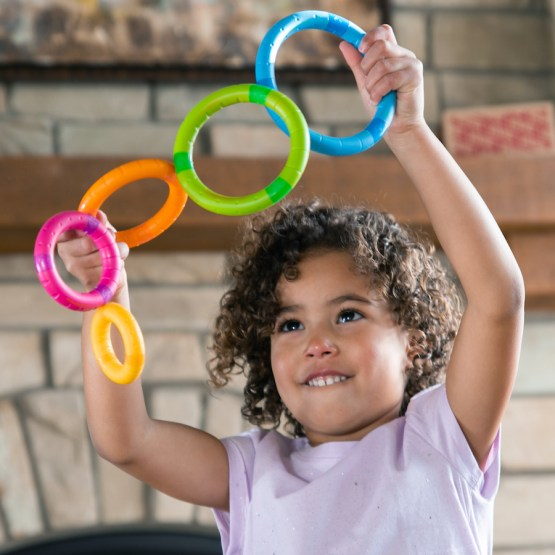 Fat Brain Toy: Juguete para bebe – Tinker Rings Aros Magneticos (SOBRE PEDIDO)