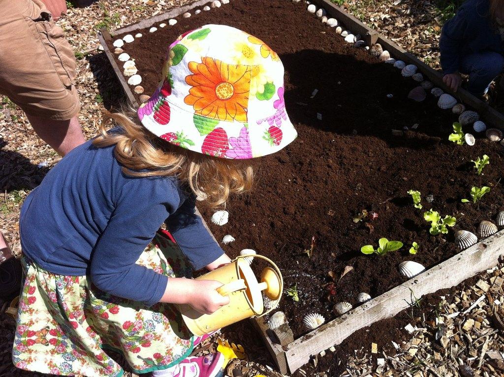 https://commons.wikimedia.org/wiki/File:Vauxhall_City_Farm_kids_gardening.jpg