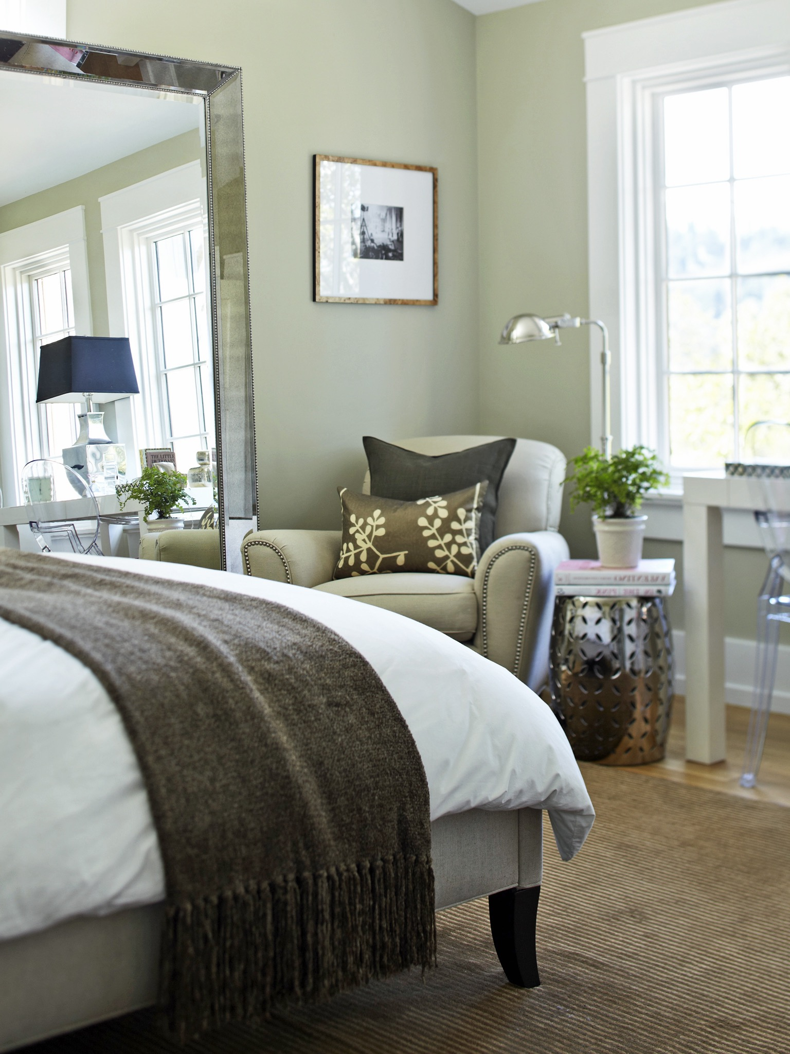 20 Bedroom Mirror Decor And Placement Ideas