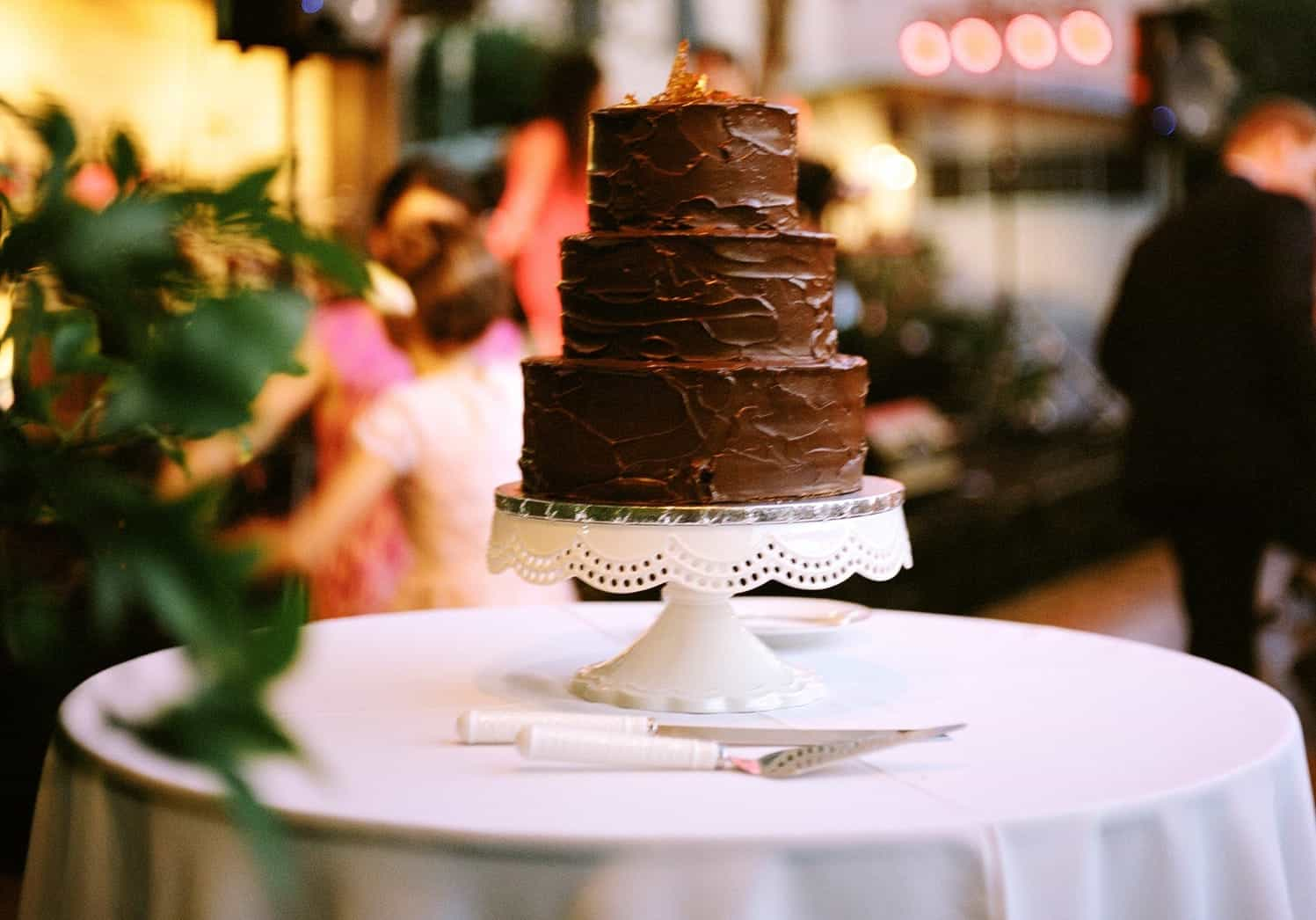 30 Delicious And Gorgeous Chocolate Wedding Cakes