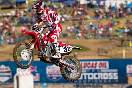 Tommy Hahn flying at Hangtown (supercross.com photo)