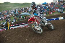 Hahn leading early in Moto 1 at Thunder Valley 02 (motocross action photo)