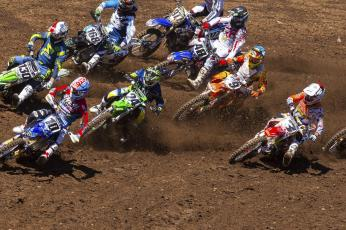 450 1st turn action at Washougal Nat'l - Tommy (130) inside the top 5 (racerx-cudby photo)