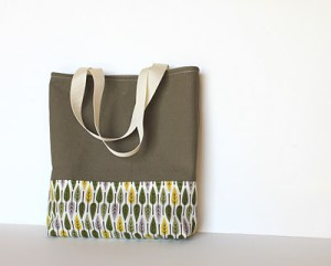 Easy Tote Bag Tutorial from Handmade Therapy