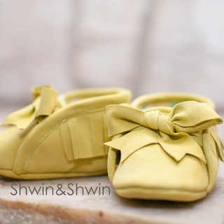 Free Baby Moccasins shoe pattern by Shwin and Shwin - Sewtorial