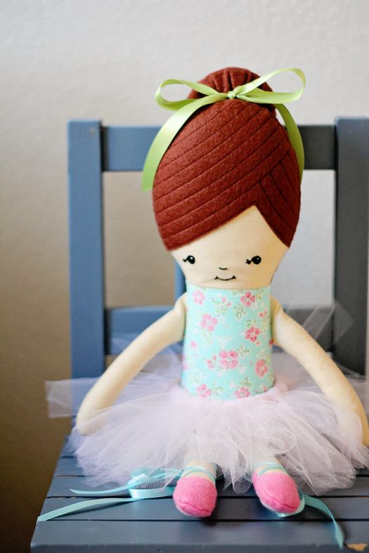 Learn how to create these adorable hand stitched eyes with Retro Mama.  - Sewtorial