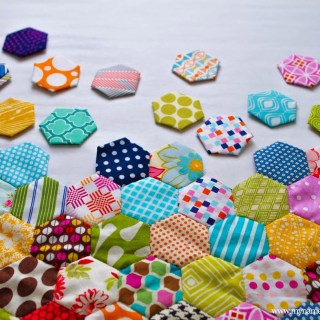 Looking for a slow, relaxing project? Try this hexagon quilt by My Name is Snickerdoodle that will inspire you to slow down and enjoy the craft. - Sewtorial