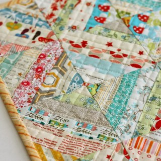 Are your fabric scraps out of control? Flamingo Toes offers a mini scrap quilt tutorial to round up all of those lovely remnants. - Sewtorial