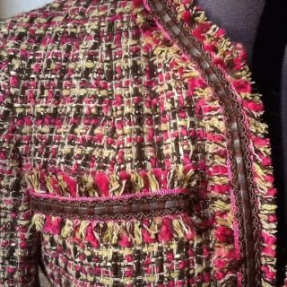 Learn the secrets to sewing fringe onto a classic wool tweed jacket in this detailed article by couture sewing expert Lorna Knight (for Craftsy).