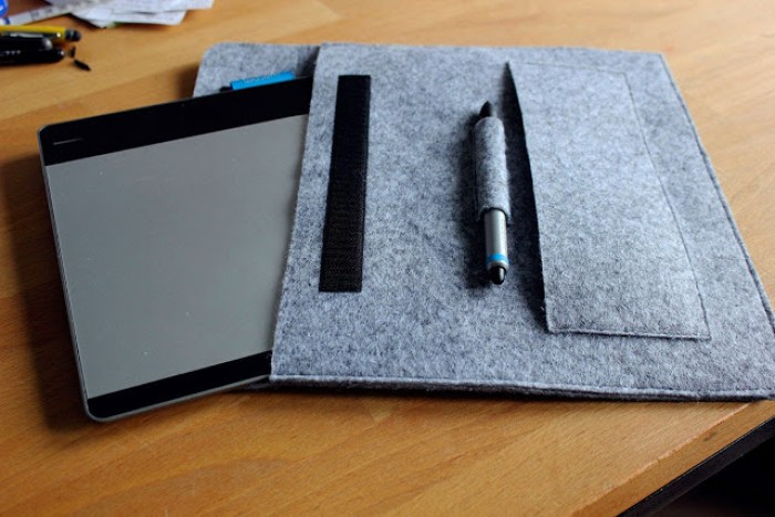 Keep your tablet protected from nicks and scuffs by using this chic Felt Tablet Cover tutorial on the Never Kiss a Cactus blog. -Sewtorial