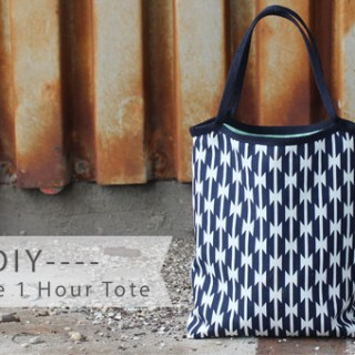 Sometimes you just need a quick project to keep you motivated. This DIY reversible tote by Haberdashery Fun only takes one hour. (Yay!) -Sewtorial