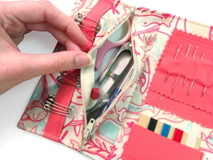 In this travel sewing kit tutorial by Ashley Lotecki (for Sew Mama Sew), you'll learn how to create a cute carrying pouch for your favorite supplies. -Sewtorial