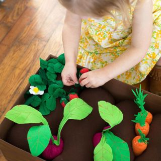The DIY Felt Garden by A Beautiful Mess is a filled with lots of felt goodies that your little one can plant and enjoy. - Sewtorial