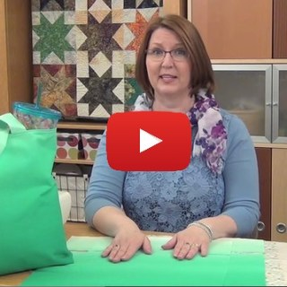 Learn how to make a simple beach bag in this video tutorial by All People Quilt. This versatile bag is a great beginner project. -Sewtorial