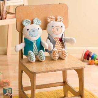 Create an adorable teddy bear with the Tagalong Teddy pattern and tutorial by designer Betz White for Sew Mama Sew. -Sewtorial