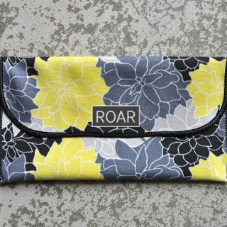 This practical 15-minute diaper clutch by I Am Momma Hear Me Roar is perfect when you don't want to lug around a giant diaper satchel. -Sewtorial