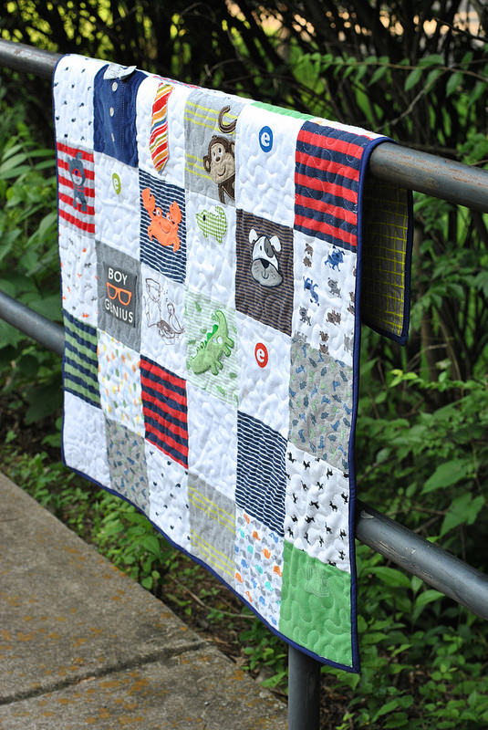 Here's a great way to save those adorable onsies. Keep those memories close with this baby onsie quilt by Craft Buds. -Sewtorial