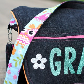 Send your student back to school in style with this fun messenger bag tutorial by Crazy Little Projects. -Sewtorial