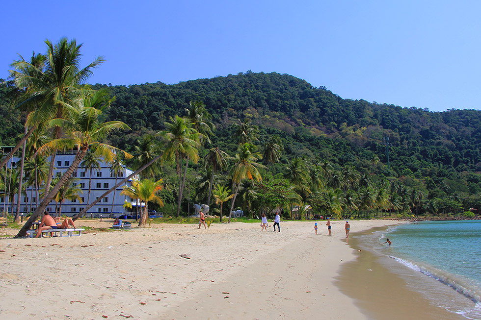 Cruiseship The Galaxy - Aunchaleena Beach on Koh Chang