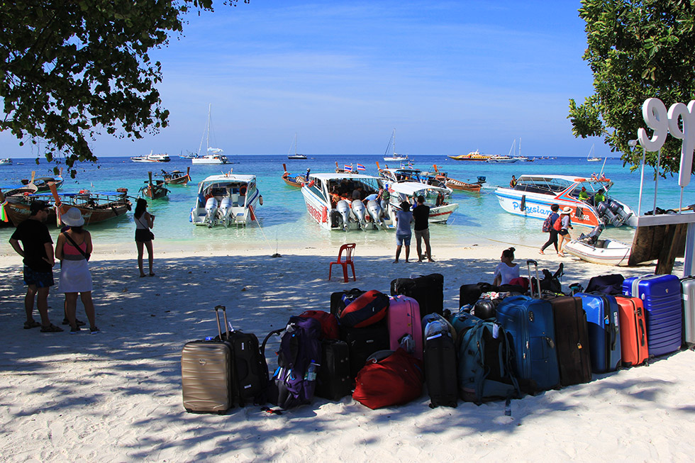 Not alone - Pattaya Beach on Koh Lipe