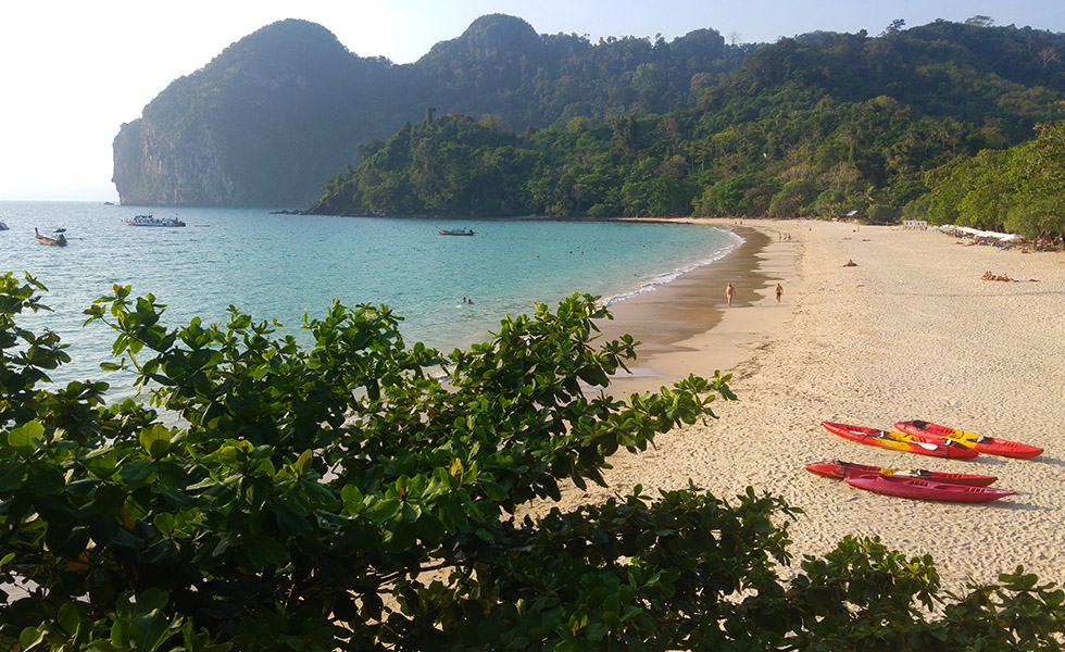 Rent a kayak from Charlie Beach to the Emerald Cave - Koh Mook