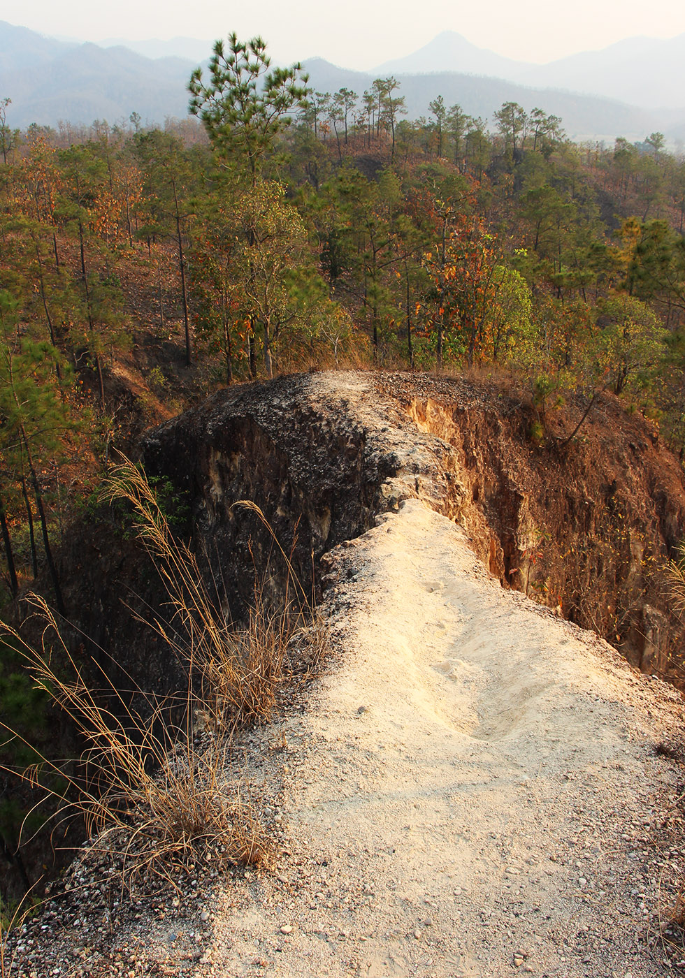 Dangerous path at Pai Canyon