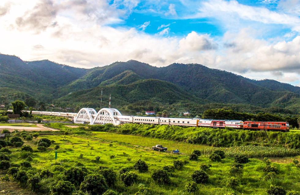The sleeper train going from Bangkok to Chiang Mai