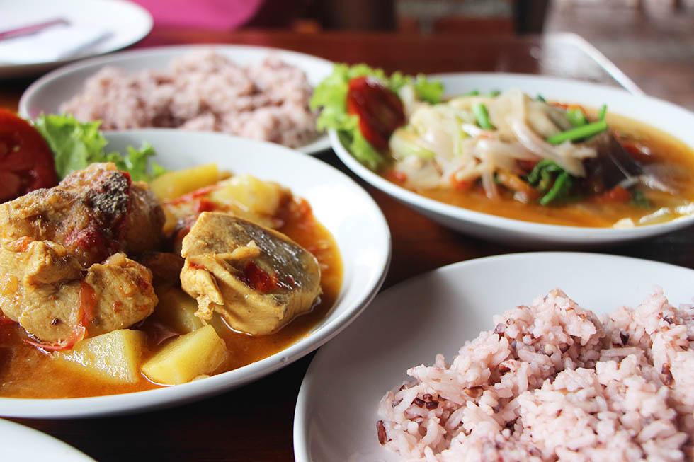 A feast at Salween River Restaurant in Mae Hong Son
