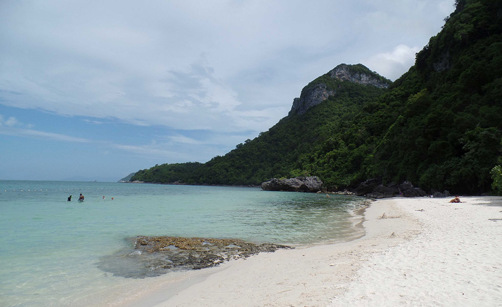 The white sand beaches of the Ang Thong Marine Park