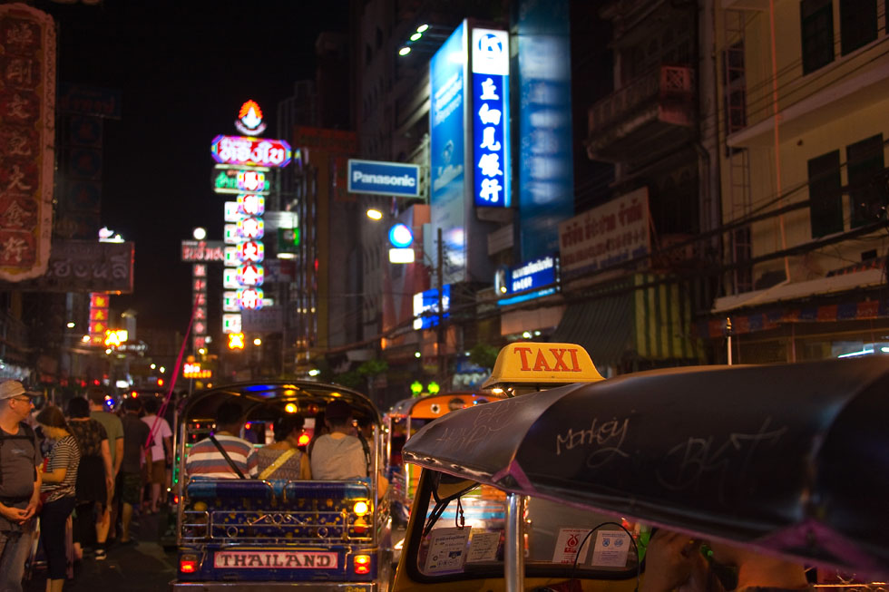 Bangkok's Chinatown, Yarowat, at night