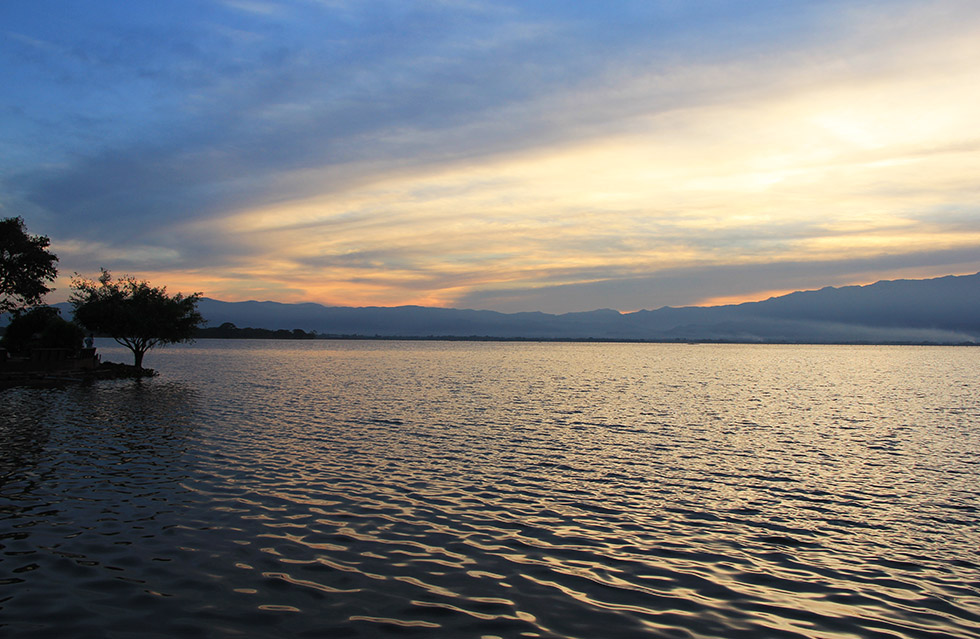 Sunset over Lake Phayao