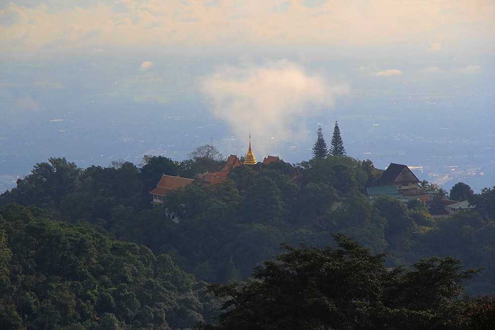Doi Suthep: mountain temple in the clouds