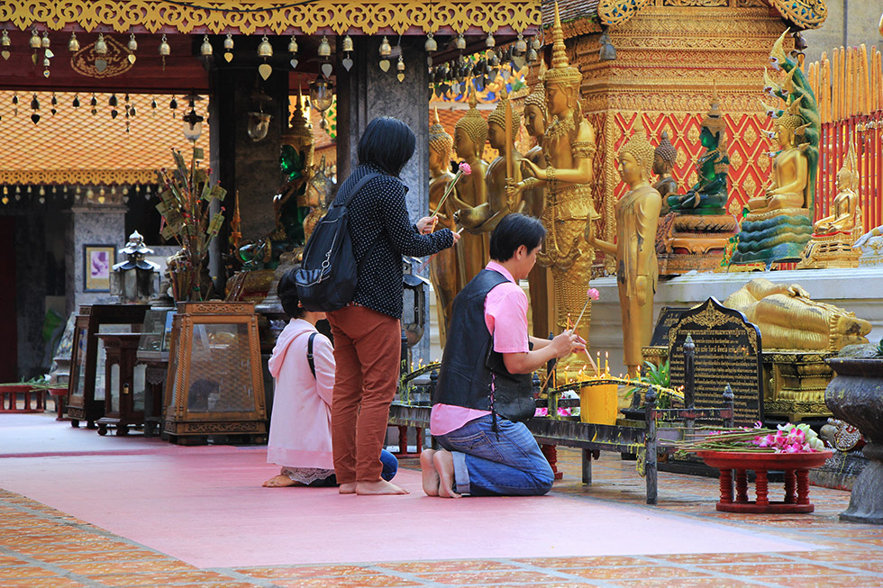 Thai praying at Doi Suthep Temple
