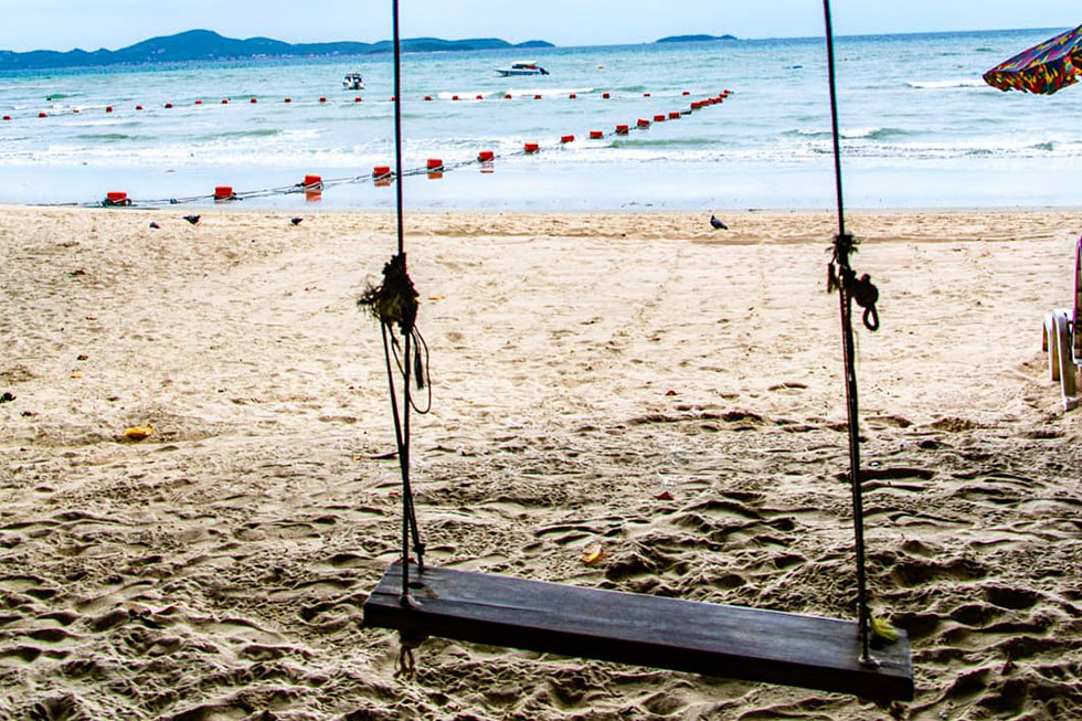 Swing at Cosy Beach, Pattaya