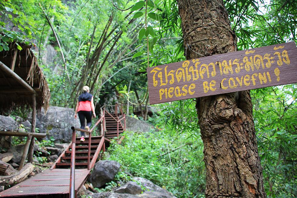 Warning sign at Wat Chalermprakiat in Lampang