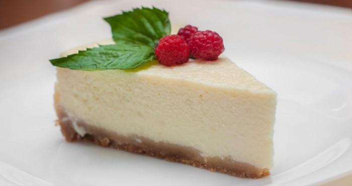 сырный десерт с малиной
