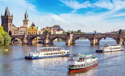 Prague Full-Day Sightseeing Tour with Cruise and Lunch