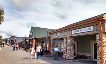 1-Day Woodbury Outlets Shopping Tour