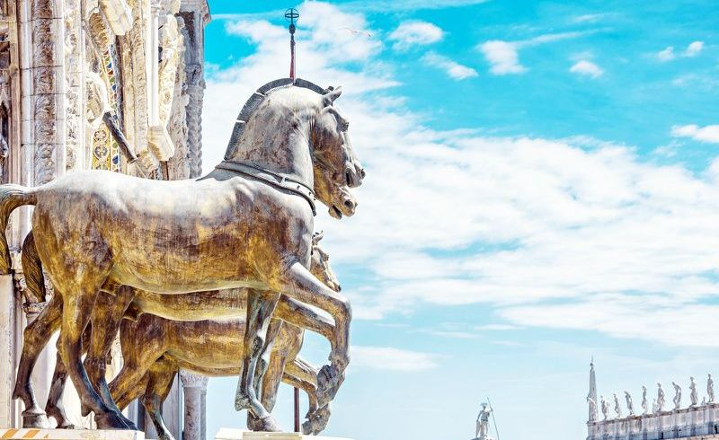Best of Venice Walking Tour with St. Mark's Basilica and Gondola Ride