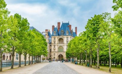 Fontainebleau and Vaux le Vicomte Day Trip from Paris with Audio Guide