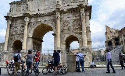 3-Hour Rome Bike Tour: Forum, Pantheon, Trevi Fountain, Colosseum