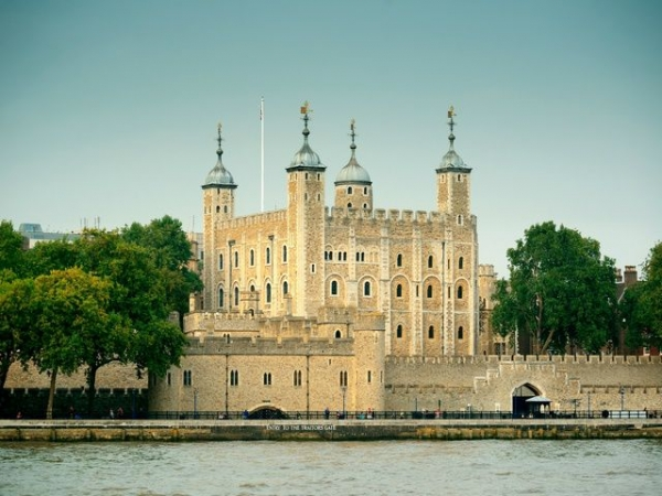 Tower of London Tour, London Sightseeing + English Tea at Westminster Abbey