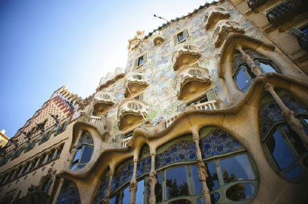 Full-Day Barcelona City and Gaudi Tour with Lunch at Hard Rock Cafe