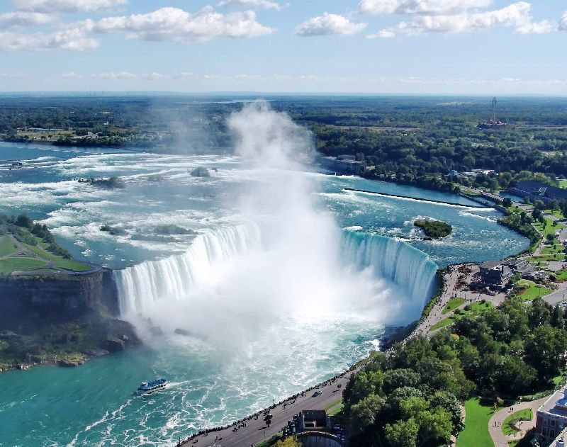 5-Day Toronto Niagara Falls Special Tour with Tobermory