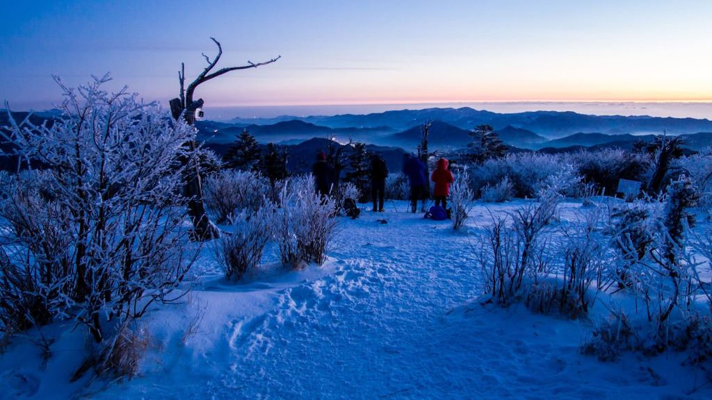 Hiking Taebaeksan in Winter