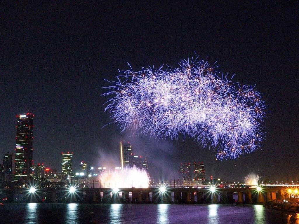 Seoul Fireworks Festival from Hangang Bridge