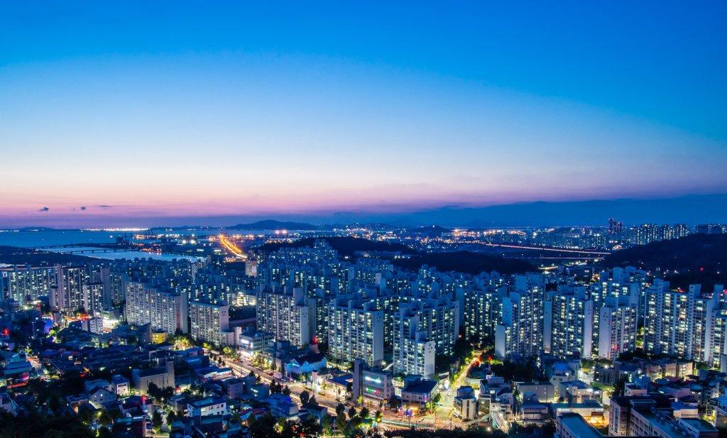 Night view of Incheon from Cheongryangsan.
