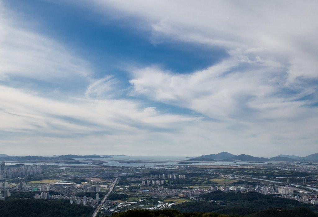 Views facing west on Gyeyangsan