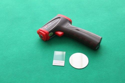 Miernik UNI-T UT342 to poręczny miernik grubości powłoki lakierniczej